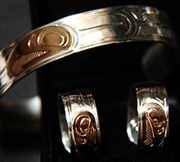 Bracelet & Earrings<br /></noscript>Justin Rivard
